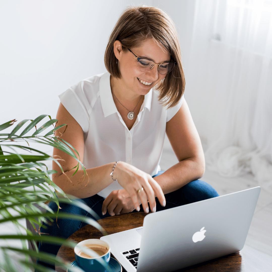 Kamila Kozioł coaching psychologia samorozwój samoopieka coach dla kobiet psychologia kurs online zorganizuj się aby miec czas dla siebie